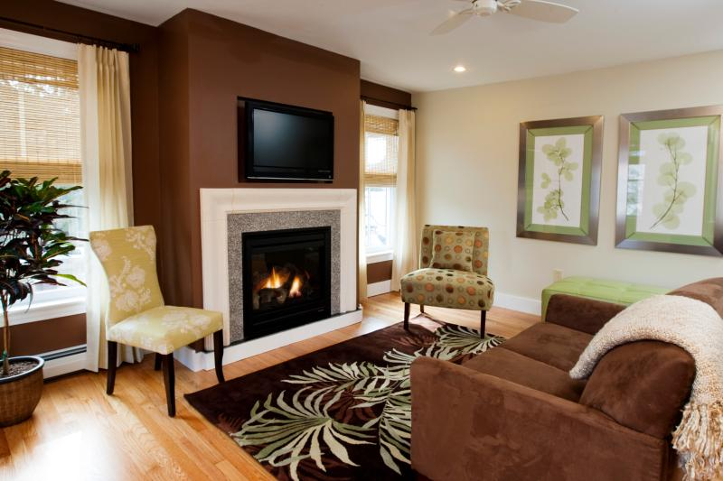 Suite 1 Living Room - The Suites @ Curran's - Tannersville - rentals