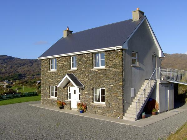 ALLIHIES LODGE, family friendly, with a garden in Allihies, County Cork, Ref 4362 - Image 1 - Allihies - rentals