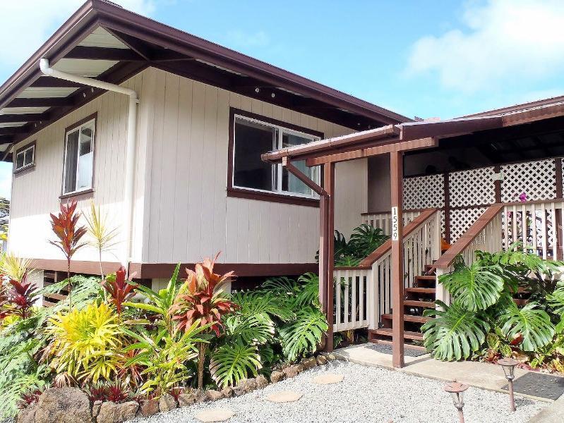 Lopaka's front entrance - Lopaka's Family Lodge in Hilo - Hilo - rentals