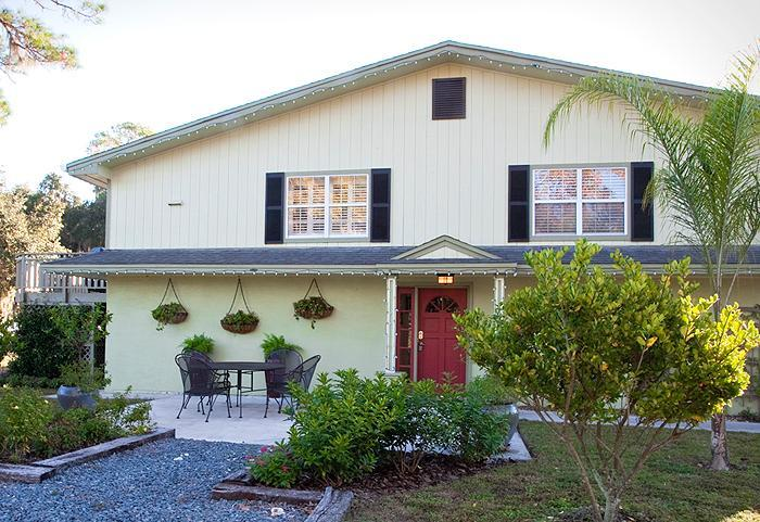 Front Entrance - Lakefront Vacation Home Rental - DeLand, Florida - DeLand - rentals