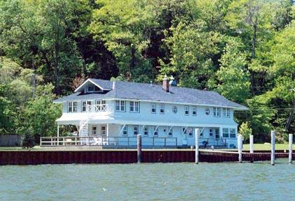Located waterfront - The Boathouse - Macatawa - rentals