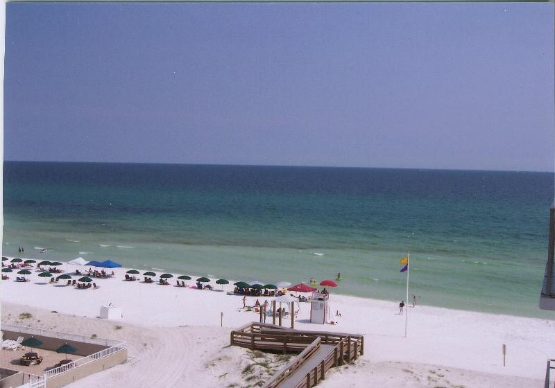 No Destin Mobs here. View FROM unit on a peacful Island summer day. - HugeBech CondoTop Flr,2unit,40ft 2 Beach,5/30$2495 - Destin - rentals