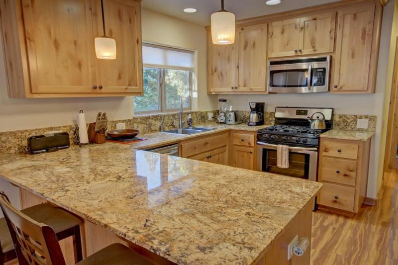 Kitchen Overview - Alpine Escape Yosemite Rental - Yosemite National Park - rentals