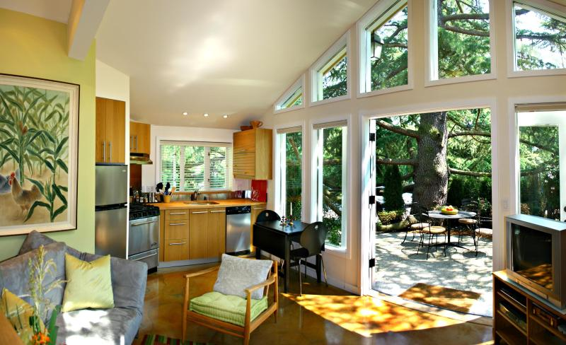 Light-filled living room, cathedral ceilings, private patio - Luxury Treehouse Garden Cottage - Seattle - rentals