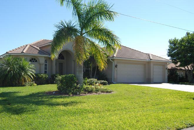 Front - Very nice waterfront pool home Bonita on a canal - Cape Coral - rentals