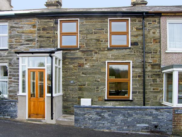 25 TYN Y MAES, family friendly, country holiday cottage, with a garden in Llan Ffestiniog , Ref 4396 - Image 1 - Llan Ffestiniog - rentals
