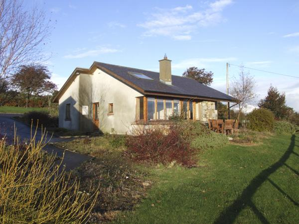 MINMORE FARM COTTAGE, pet friendly, country holiday cottage, with a garden in Shillelagh, County Wicklow, Ref 4413 - Image 1 - Shillelagh - rentals