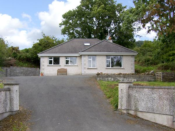 THE OLD SCHOOL HOUSE, family friendly, with a garden in Gorey, County Wexford, Ref 4385 - Image 1 - Gorey - rentals