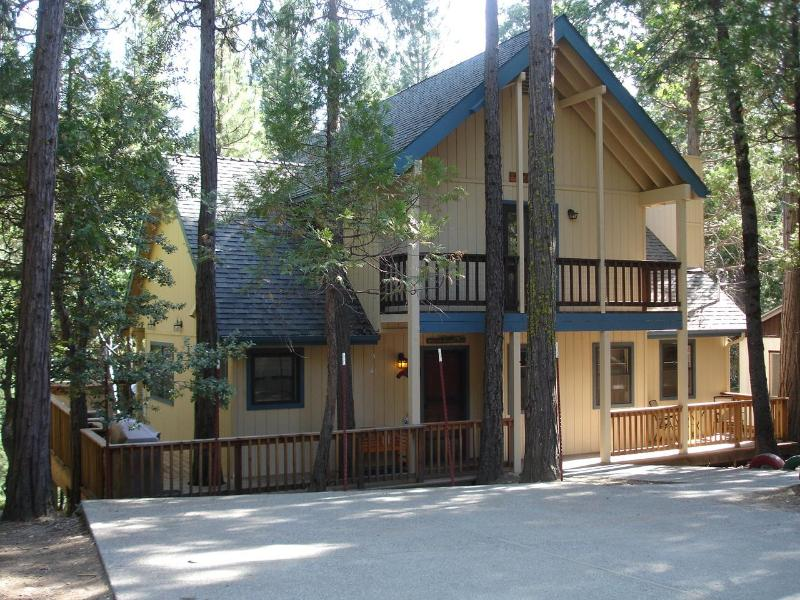 Friends Lodge in Yosemite - NEW Add-On;  3+BR/3BA 2303 sq ft/ huge deck/IN YNP - Yosemite National Park - rentals