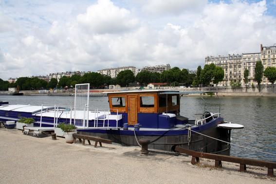 Stay on an houseboat in PARIS-Javel Bas - apt #466 - Image 1 - Paris - rentals
