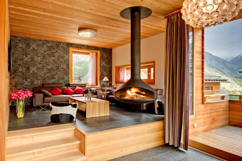 Living area with fully rotating fireplace - Chalet Chloe - independent freestanding chalet - Saas-Fee - rentals