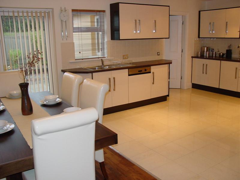 Spacious Kitchen Dining Area - Ardmullen - Fine Contemporary  3 Bed Townhouses - Kenmare - rentals