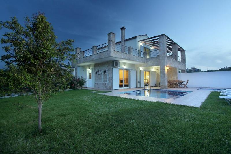 Outside garden & pool view - Villa Elma & Andreas - Chania - rentals