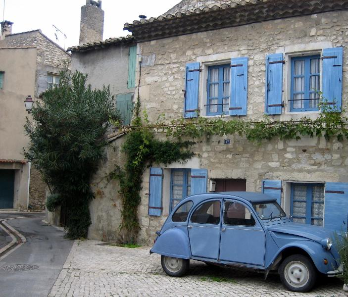 Facade of Doll House with classic 2CV in one of the three shared parking spaces - The Doll House - Charming 1 Bedroom St Remy de Provence Vacation Home - Saint-Remy-de-Provence - rentals