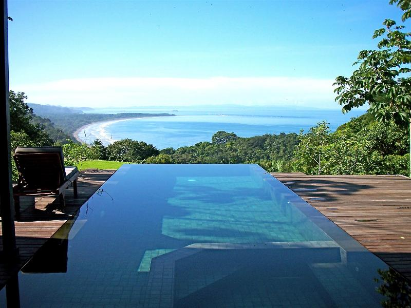 The view from the infinity pool to the Osa Peninsula - Lattice House-Bali modern, private nature reserve - Dominical - rentals