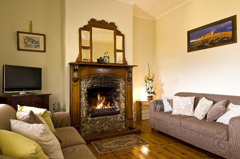 Relax in front of the open fire place that has kept generations of Islander's and traveller's warm - Charlie Bates Cottage, Ocean Views, Open Fireplace - Penneshaw - rentals