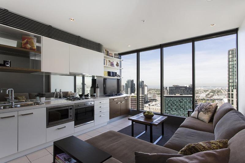 Living area - 32nd floor - Melbourne City Central Riverside Apartment - Melbourne - rentals