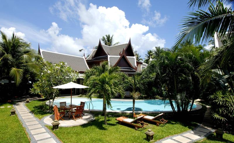 View from the entrance - Villa with staff, 3 min walk to beach, cafes,shops - Thalang - rentals