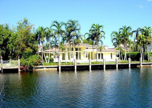 Florida Dreamin Heated Pool 4 bedrooms/4 baths for 14 guests Gated Community - Image 1 - Hallandale - rentals