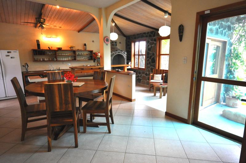 Dining room and entrance - Casa Opuntia - Puerto Ayora - rentals