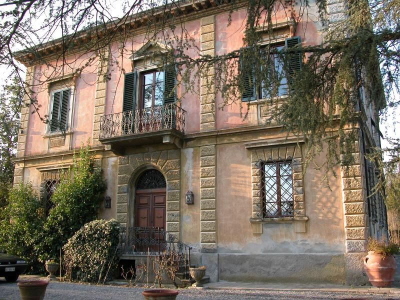 Front facade - Bell'Estate Vacation Villa in Lucca with 5 Bedrooms - Lucca - rentals