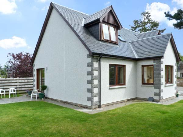 BRUACH GORM COTTAGE, pet friendly, country holiday cottage, with a garden in Grantown-On-Spey, Ref 4447 - Image 1 - Grantown-on-Spey - rentals