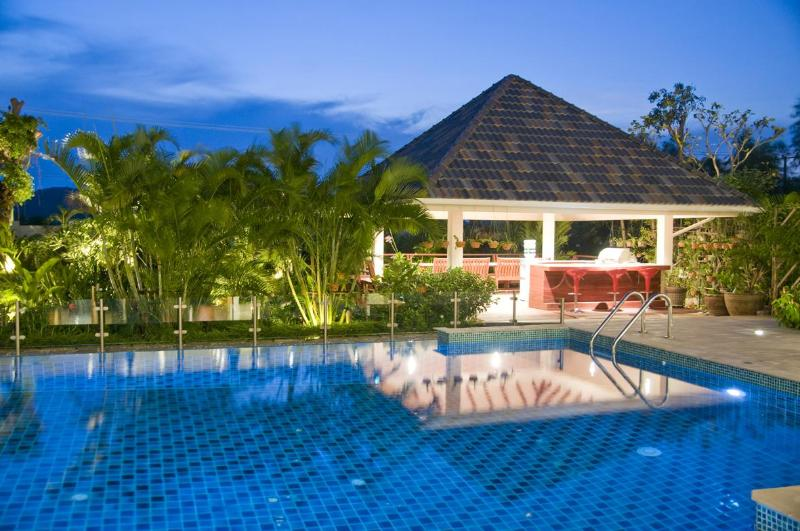 12 metre pool with infinity edge with BBQ sala situated over a Koi pond - Sleeps up to 12,self catering luxurious villa - Hua Hin - rentals