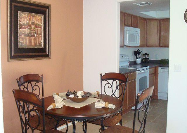 Dining Room/Kitchen - Second Floor Condo with Mountain Views - Tucson - rentals
