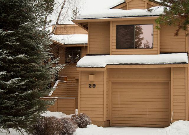 Dream Sunriver Condo with Inviting Views and SHARC passes on the golf course - Image 1 - Sunriver - rentals