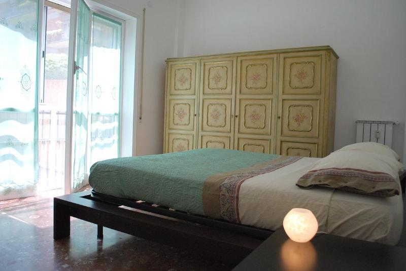 The cozy bedroom with its queen size bed ... - CHEAP and COMFORTABLE, your HOME in Rome - Rome - rentals