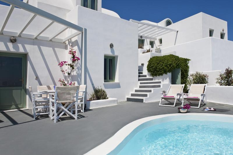 Pool and terrace - Akrotiri apartment with private pool and caldera view - Santorini - rentals