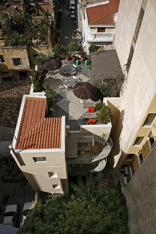 The roof top garden with outdoor dining and Acropolis views - 5 b'room house next to Plaka. Rooftop garden.WiFi - Athens - rentals