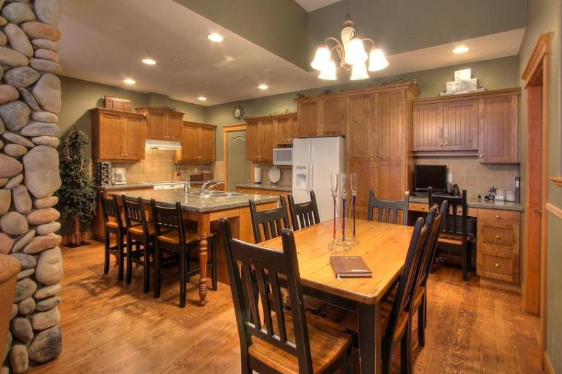 Fully equipped gourmet kitchen, with granite counters - TREETOPS SKI in and out 3 BR lux TH - Big White - rentals