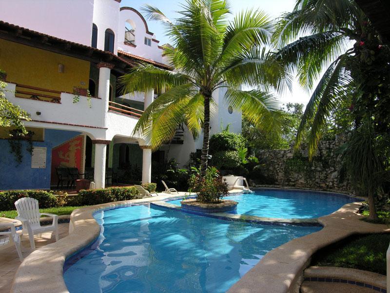 Common Pool and Garden - Condo Casa Segobiano - Playa del Carmen - rentals