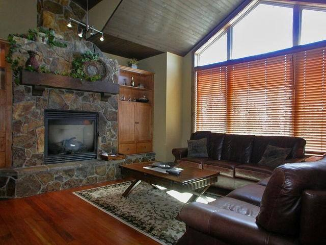 Living room -- Sophisticated Elegance with comfort in mind. - Marymoore Patterson - Big White - rentals