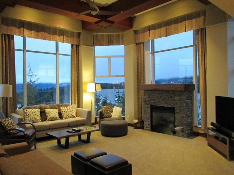 Huge floor to high ceiling windows with great views! - Luxurious Slopeside Penthouse - Woodrun Lodge - Whistler - rentals