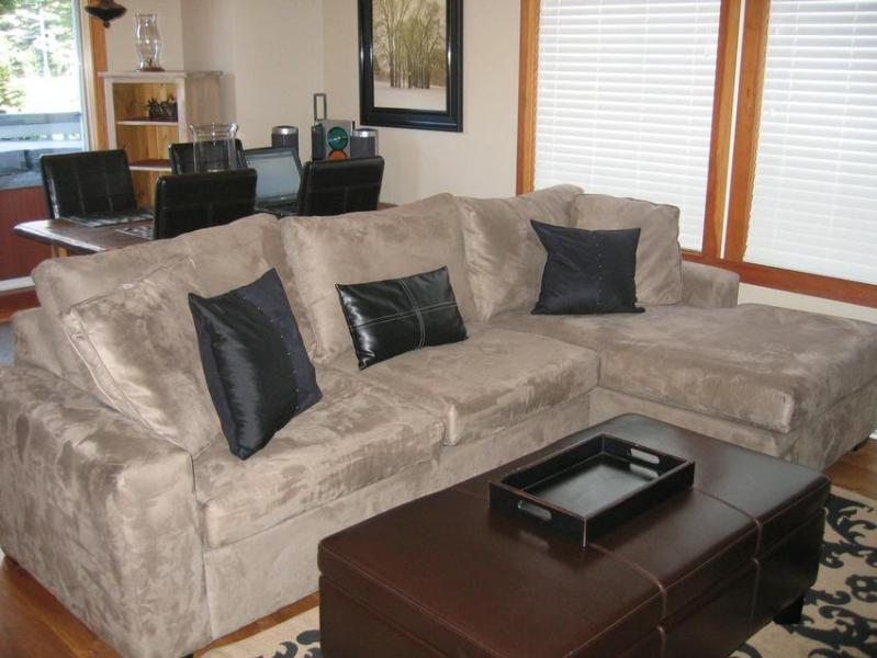 New comfy sectional pullout sofa! - Luxury 1 Bedroom Walk to Everything Private Hot Tub! - Whistler - rentals