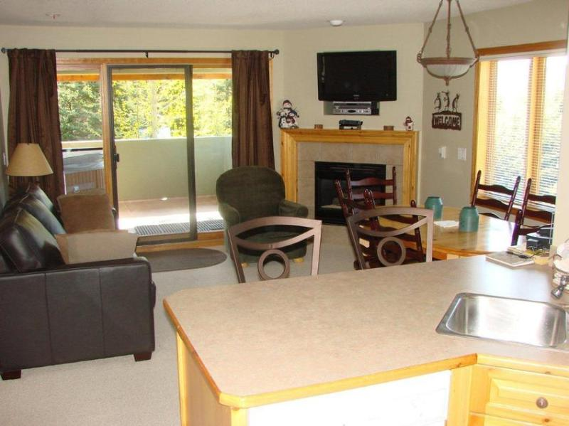 Very comfortable bright, warm and inviting living room with gorgeous view of Mt. Morrisey. Features include 32 inch LCD HDTV, HD tuner and PVR, premium cable movie channels, DVD/VCR player, Fireplace and Weather Station. - Turner Ski Retreat - Sun Peaks - rentals