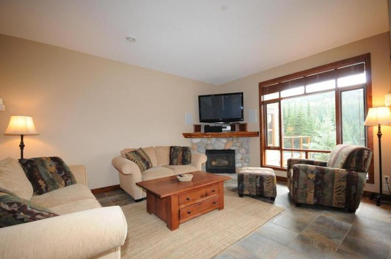 Comfort and relaxation after a day of great skiing. - Woodhaven 44 - Sun Peaks - rentals