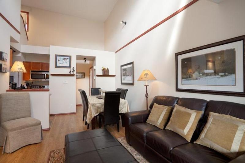 Living room/Dining Room - Barbara Welsh - Whistler - rentals
