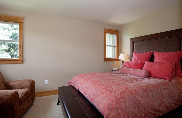 Master Bedroom - WildwoodLodge - Whistler - rentals