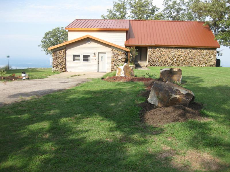 Front of Summit House with large parking area - Summit House Atop Mt Nebo State Park - Dardanelle - rentals