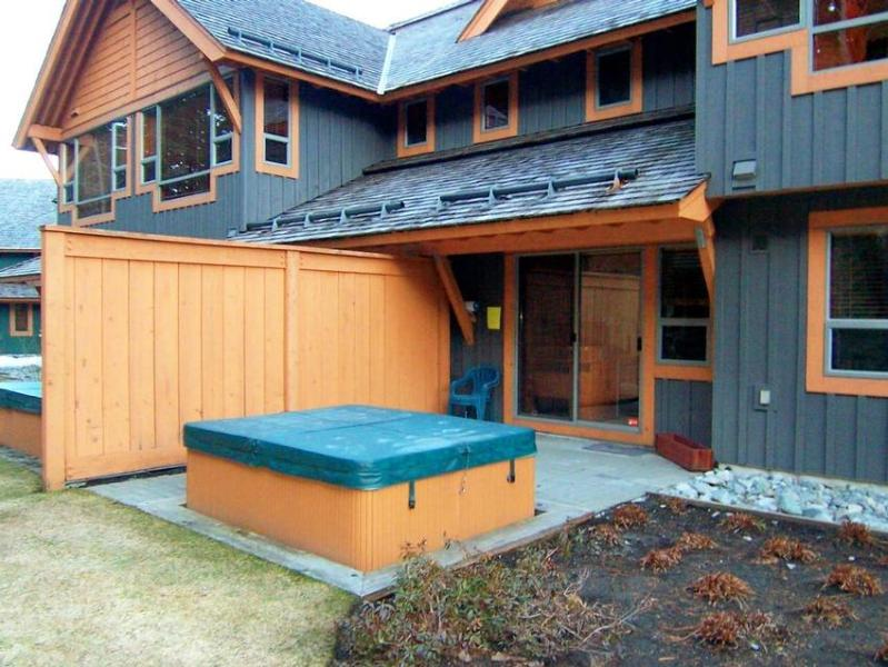 Being able to relax is a must when vacationing in the mountains, so we provide your own private hot tub. - michael nauss - Whistler - rentals