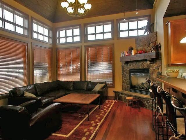 Spacious and inviting living area - Southpoint #1 - Big White - rentals