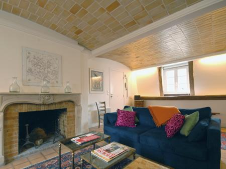 Living room view to fireplace (not in use) - Central 2 Bedroom Paris Apartment in Marais - Paris - rentals