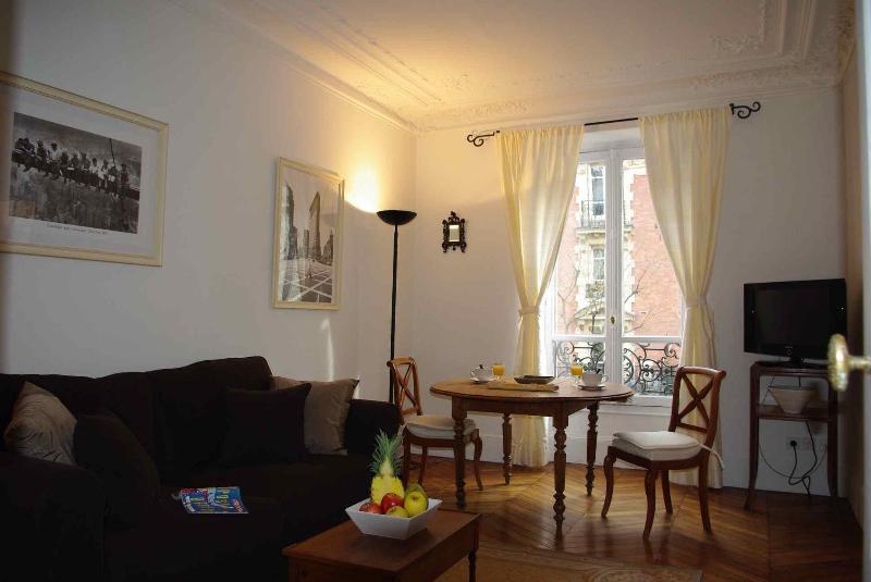 2 Bedroom Rental for up to 6 at Batignolles - Image 1 - Paris - rentals