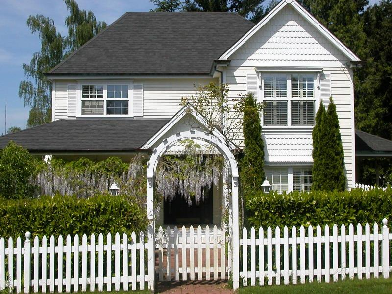 Victorian House-Garden Apt. upstairs - Pretty SW Garden Apartment with Hot tub - Portland - rentals