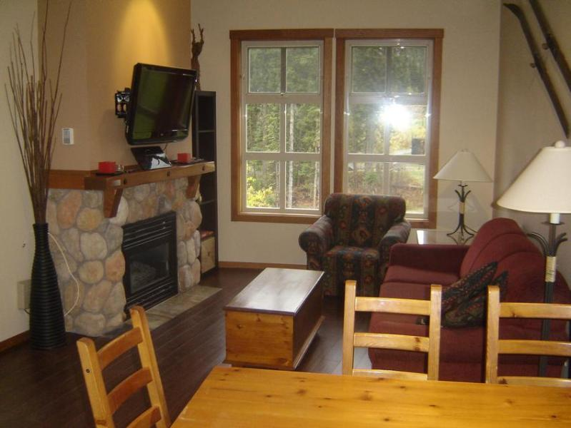 Bright open concept living/dining area has gas fireplace & high ceilings. See Photo Gallery for more pics. - The Kehlers - Fireside Lodge - Sun Peaks - rentals