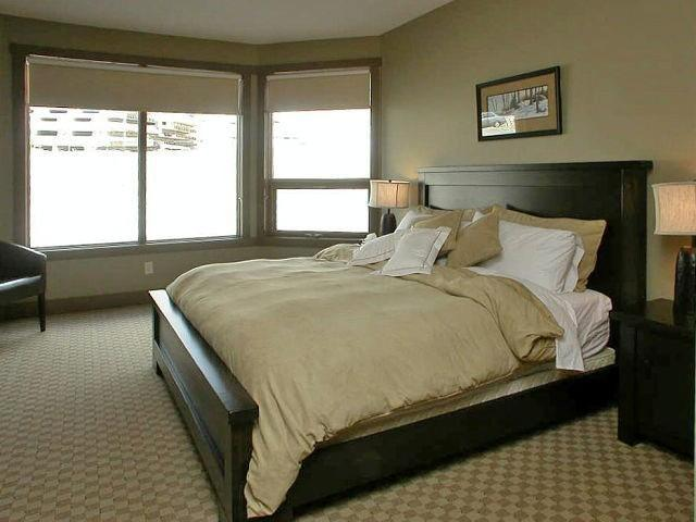 Spacious Master Bedroom with King Bed - BigWhiteVacationHomes.com 2 - Big White - rentals