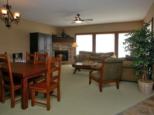 Bright and spacious living and dining room - Paul and Tammy - Big White - rentals
